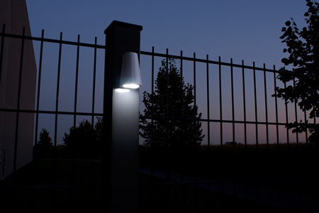 TRICONE  On fence by night  1920px