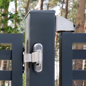 3DM BEARING-HINGE  Detail anthracite gate in front of forest  1920px